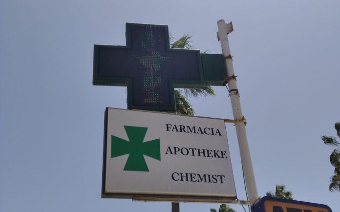 cruz farmacia vacunación